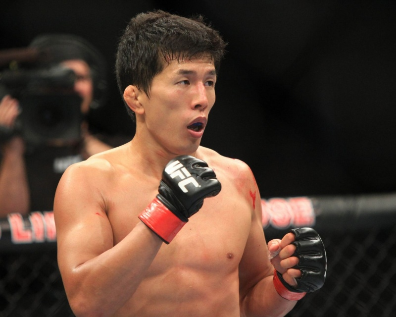 Бой Такэя Мидзугаки — Эдди Вайнленд на UFC on FOX 22