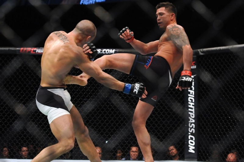 Топ-6 лучших выступлений Энтони Петтиса в UFC
