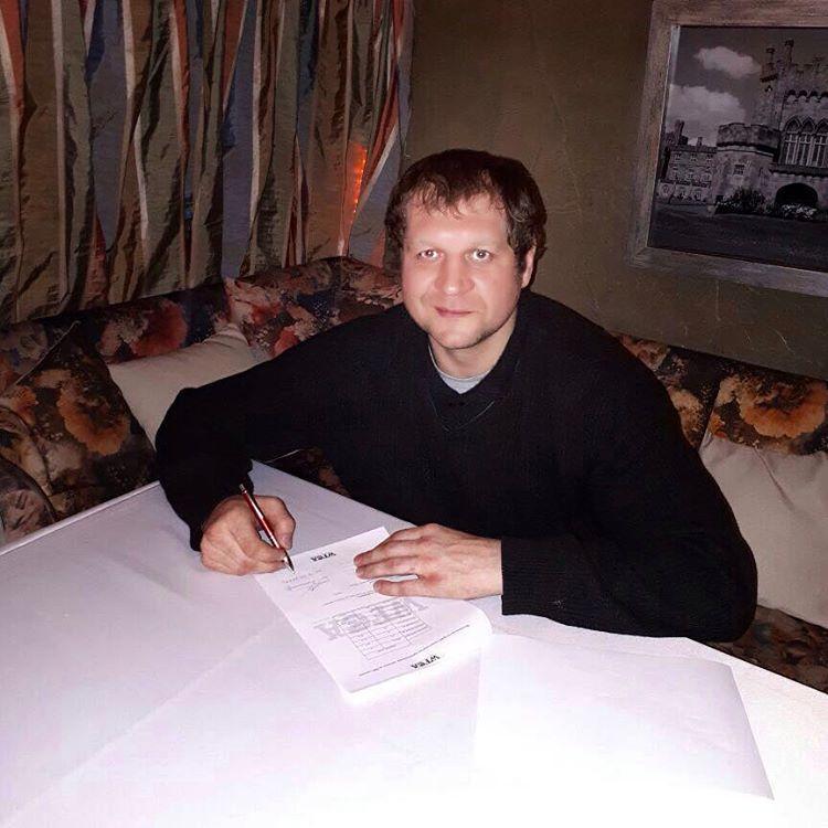 Александр Емельяненко подписан в WFCA
