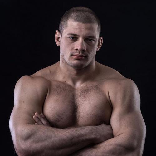 Иван Штырков подписал контракт с UFC