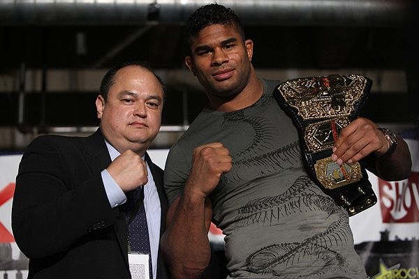 Scott-Coker-and-champ-strikeforce-Alistair-Overeem