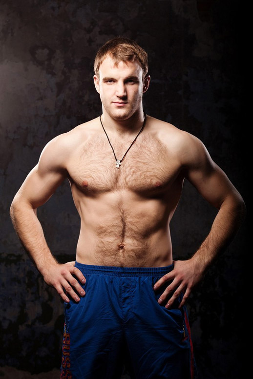 «Русский богатырь» Денис Гольцов оспорит пояс чемпиона ACB