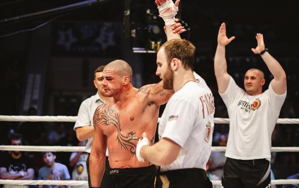 Денис Гольцов отстоял титул чемпиона мира, нокаутировал Джеймса Максвини