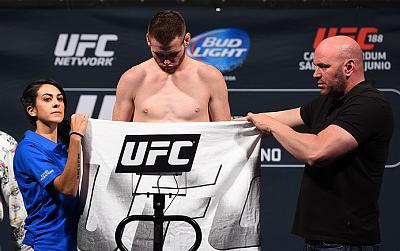 Фотогалерея: Взвешивание UFC 188