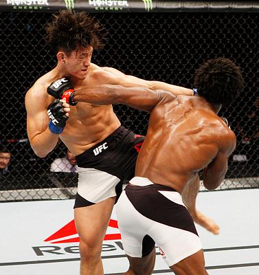 Фотогалерея: Турнир UFC Fight Night 79