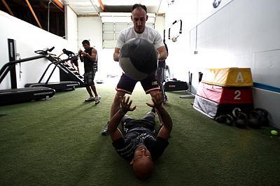 Фотогалерея: Тренировка Деметриоса Джонсона к бою против Бенавидеза
