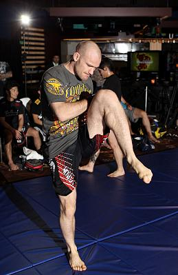 Фотогалерея: Фотогалерея открытой тренировки UFC on FX 2 — 2