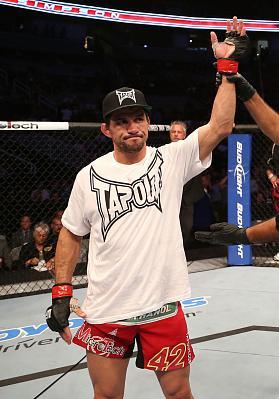 Фотогалерея: UFC on FUEL TV 4 — 3